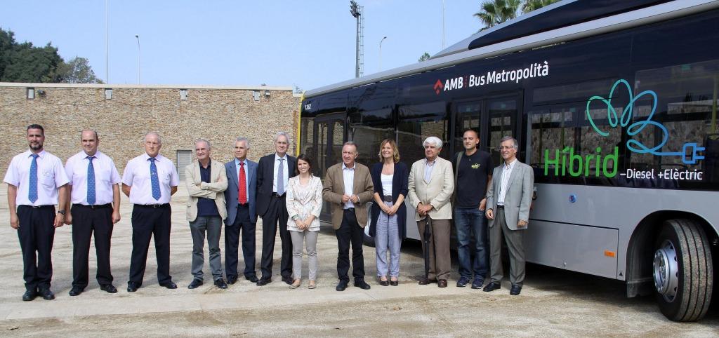 Presentació de quatre dels vehicles híbrids incorporats a la flota d'autobusos que presta servei a Sant Boi // Ajuntament de Sant Boi